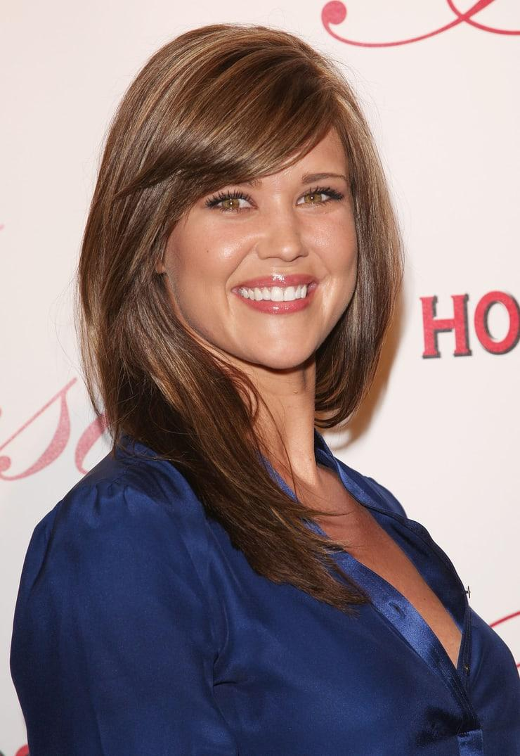 51 Hot Pictures Of Sarah Lancaster Are Here To Fill Your