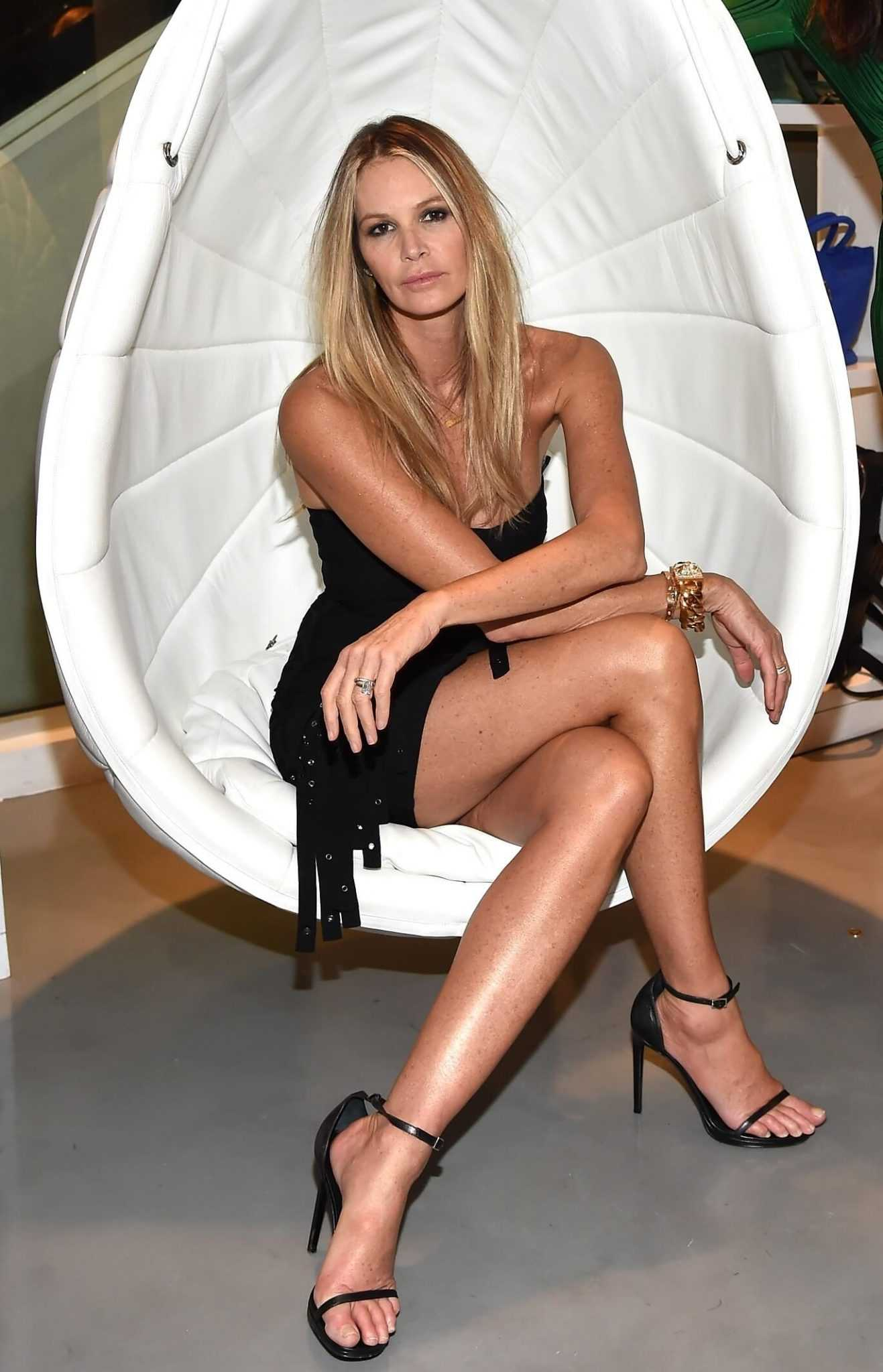 51 Nude Pictures Of Elle Macpherson That Will Make Your