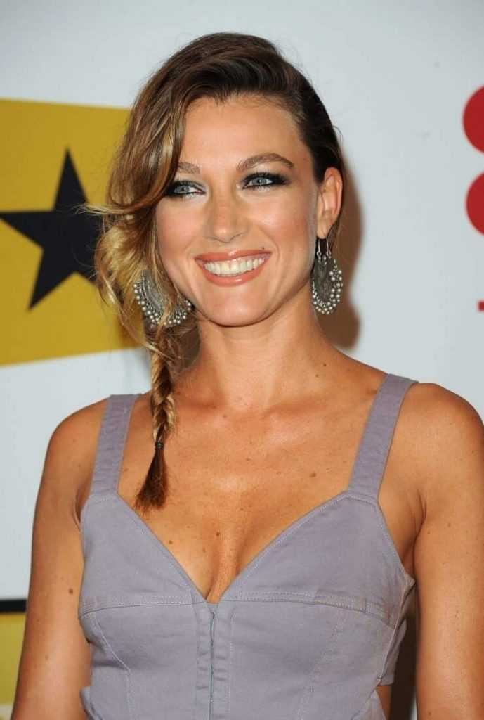 48 Natalie Zea Nude Pictures Which Makes Her An Enigmatic Glamor Quotient - Page 2 of 6 - Best ...