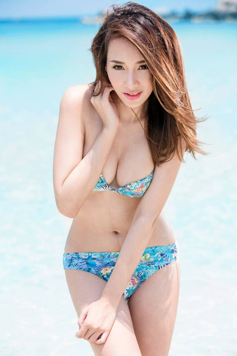 Elin Ts Sexy Beach Bikni Picture and Photo