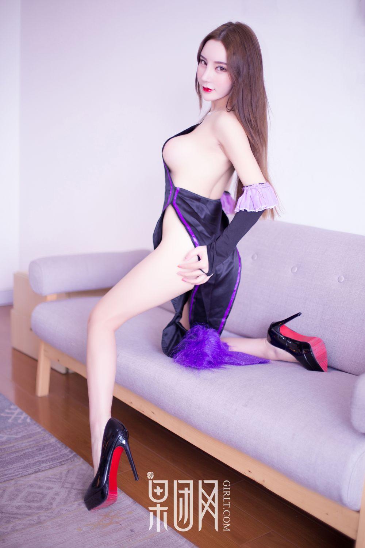 Girlt Zhou Yu Xi First Show