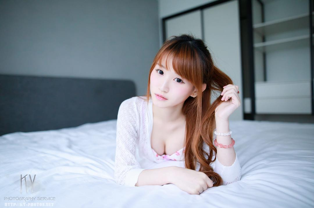 Elle Chan Cute Nurse Cosplay Picture and Photo
