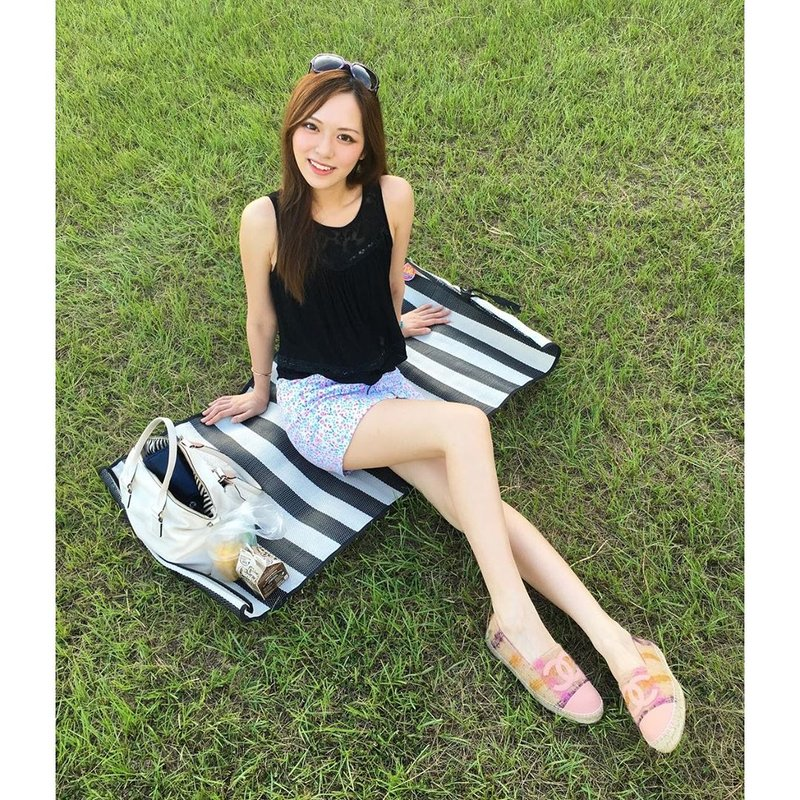Crystal Fung Beautiful Legs Picture and Photo