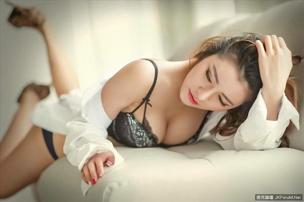 Celine Chung Big Boobs Sexy Hot Bikini Picture and Photo