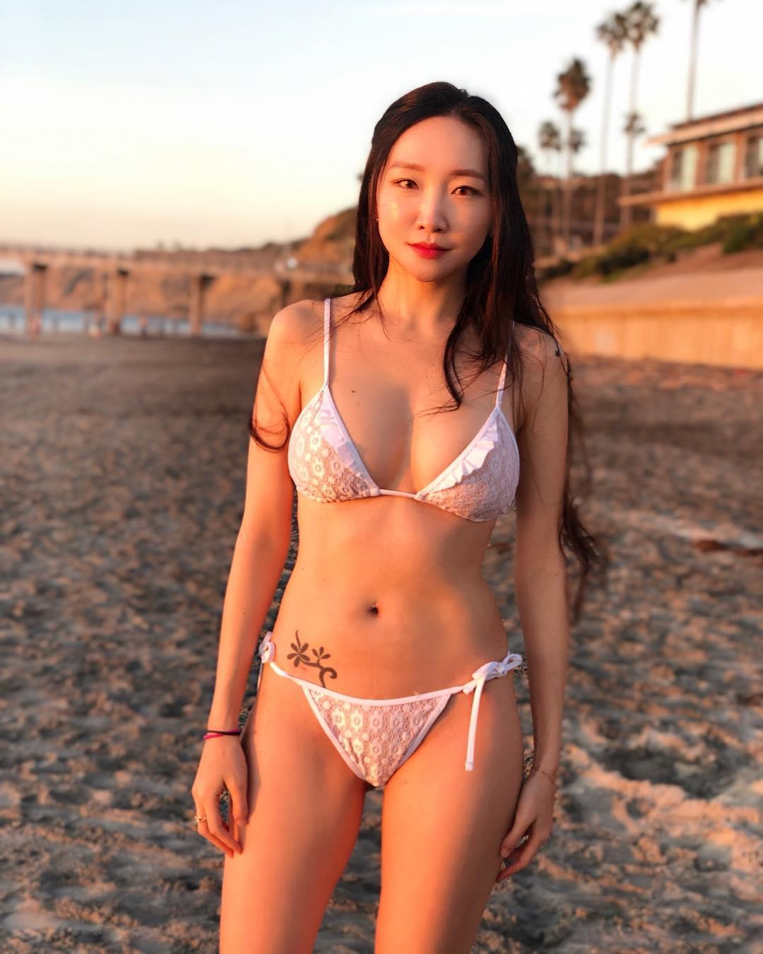 Korean Girl Nahna Bikini Pictures