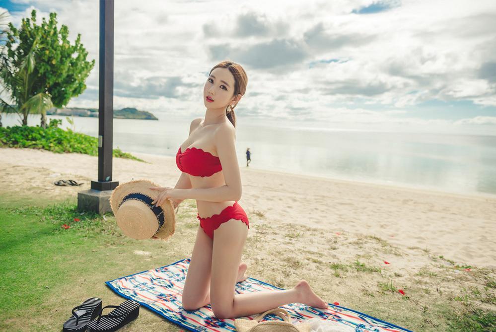 Lee Yeon Jeong MayBeach Bikini Pictures Series 5