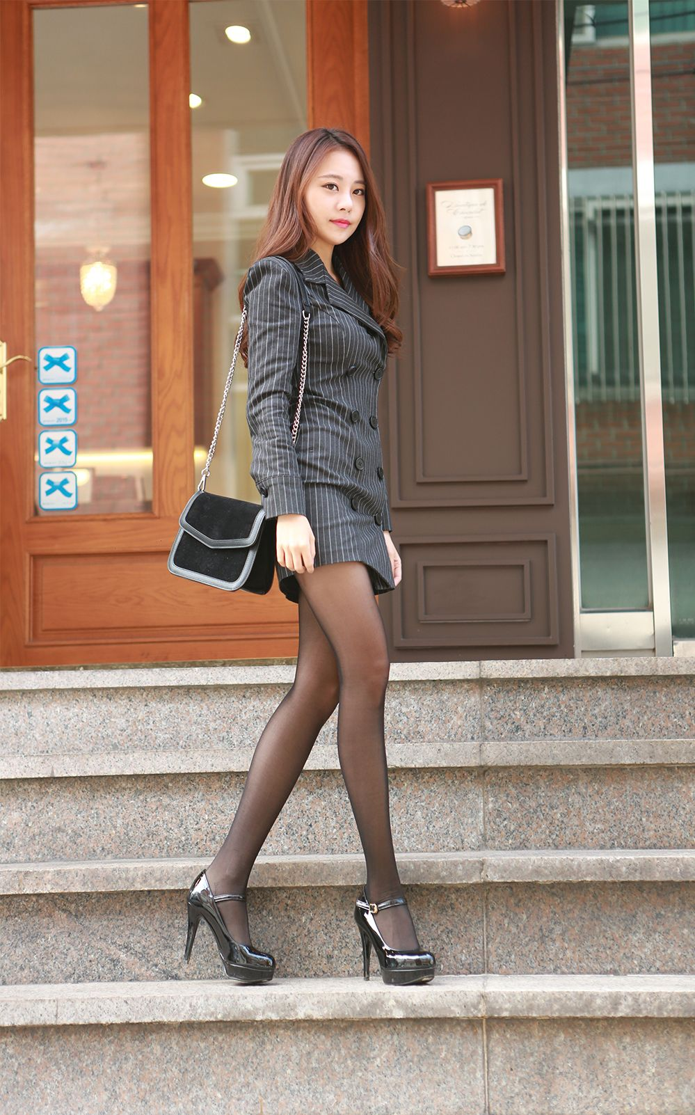 Kim Min Young Black Lace and Legs Picture and Photo 6