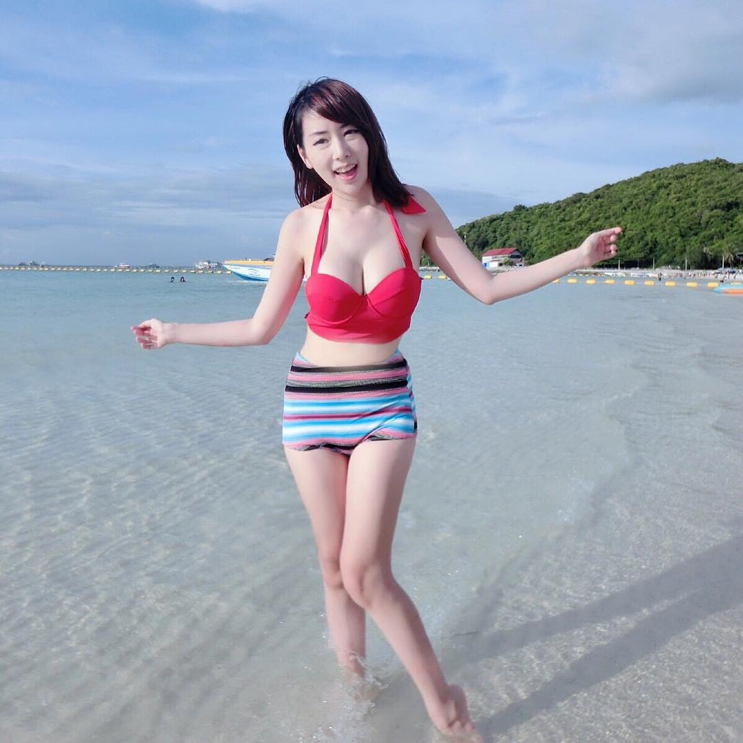 Parlovetati Kasetsart Big Boobs Plump Bikini Picture and Photo