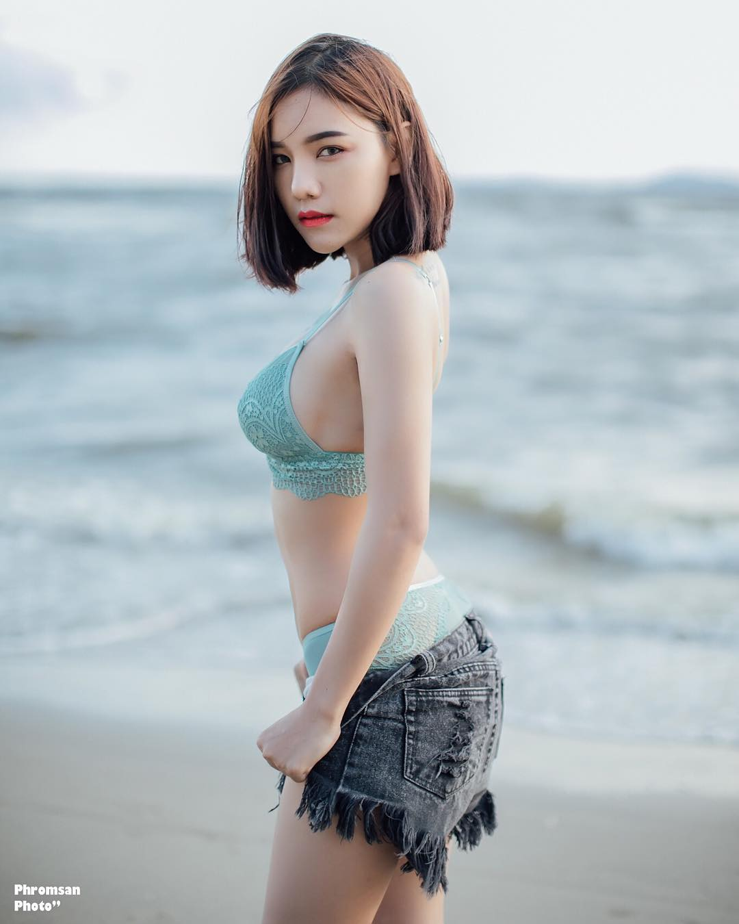 Waralee Kuanpradit Lovely Picture and Photo