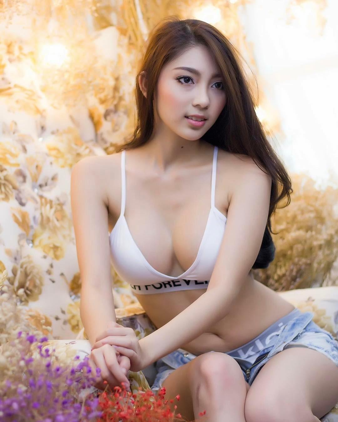 Kamonwan Sangchom Pure and Sexy Bikini Picture and Photo