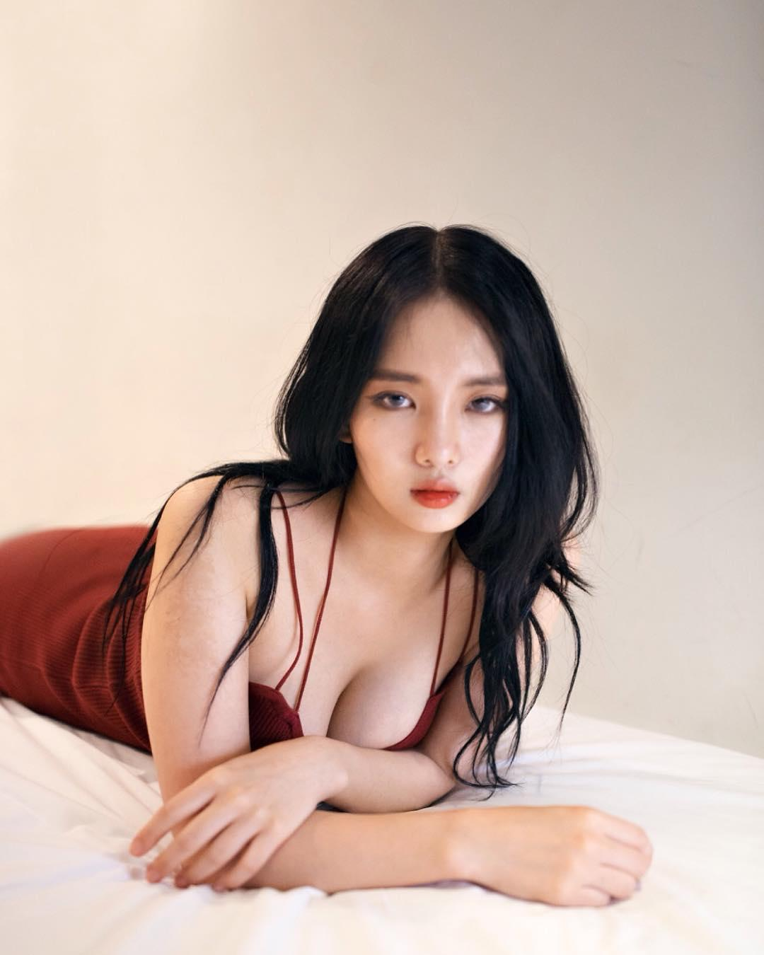 Jeee622 Huge Boobs Body Picture and Photo